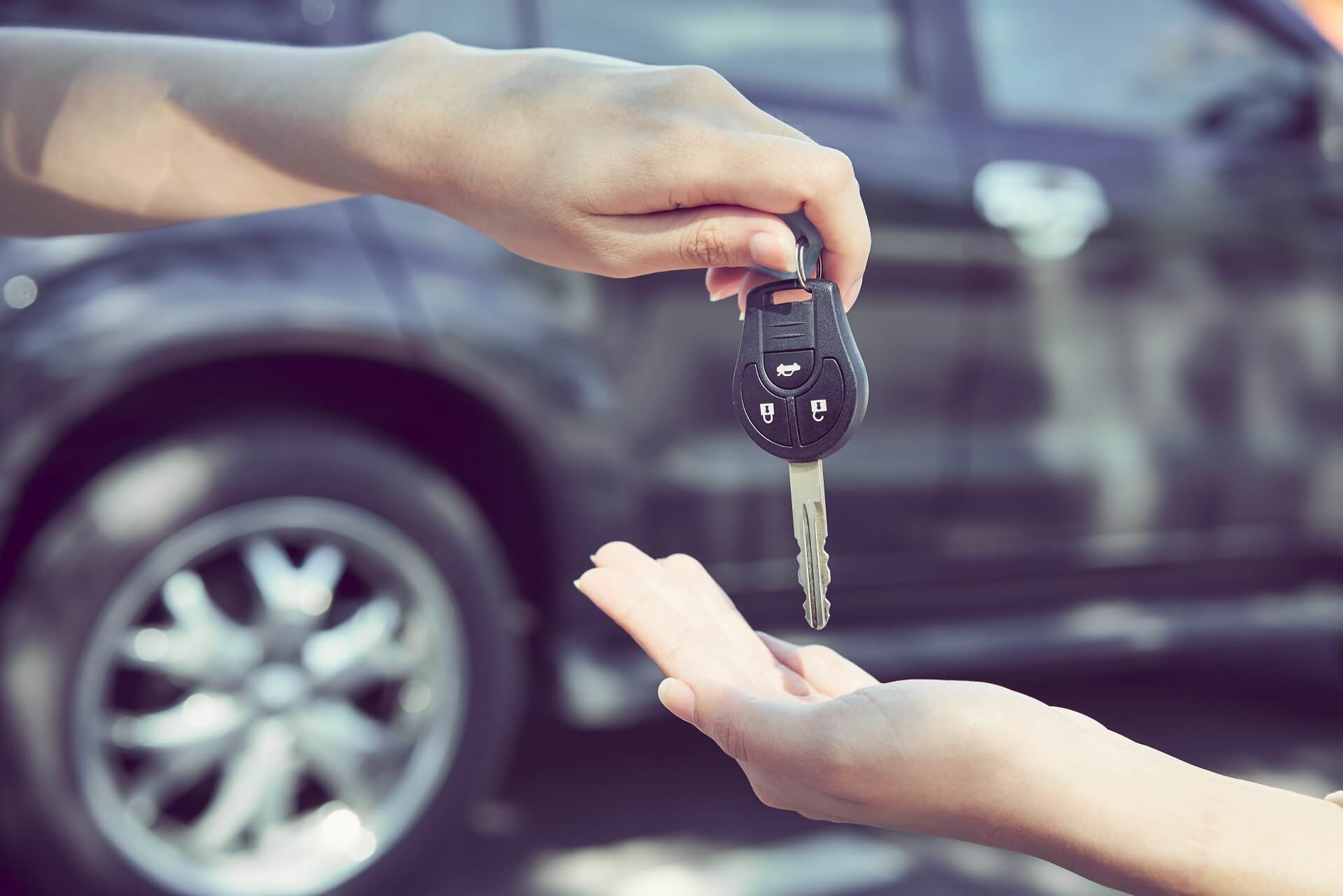 Things To Consider Before Hiring A Vehicle To Earn Money
