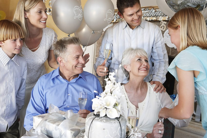 Celebrate Parent's 25th Anniversary With Amazing Party Arrangements