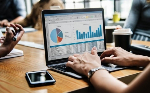 Benefits of hiring Outsourced CFO services for your Small Business