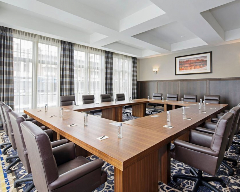 seating arrangement in a meeting for business