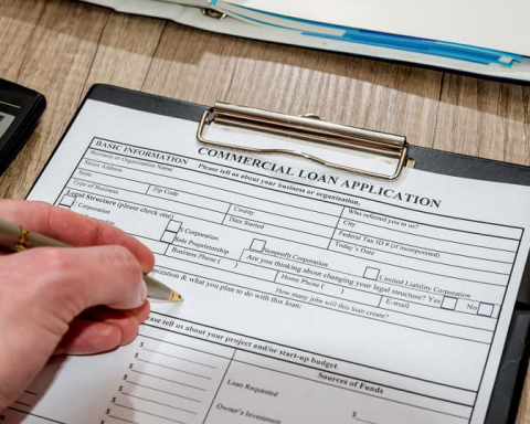 Pros and Cons of Hiring a Commercial Loan Broker